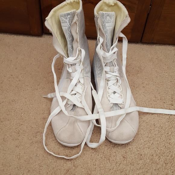 96bca2afef54d Sale! 2/$25 Puma Eskiva High Top Sneakers Size 8